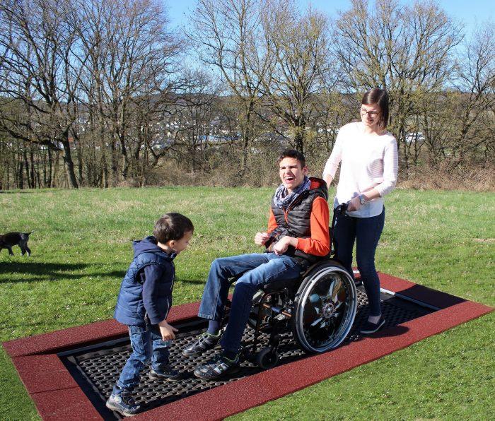 Rollstuhlfahrer-Trampolin-Bild03